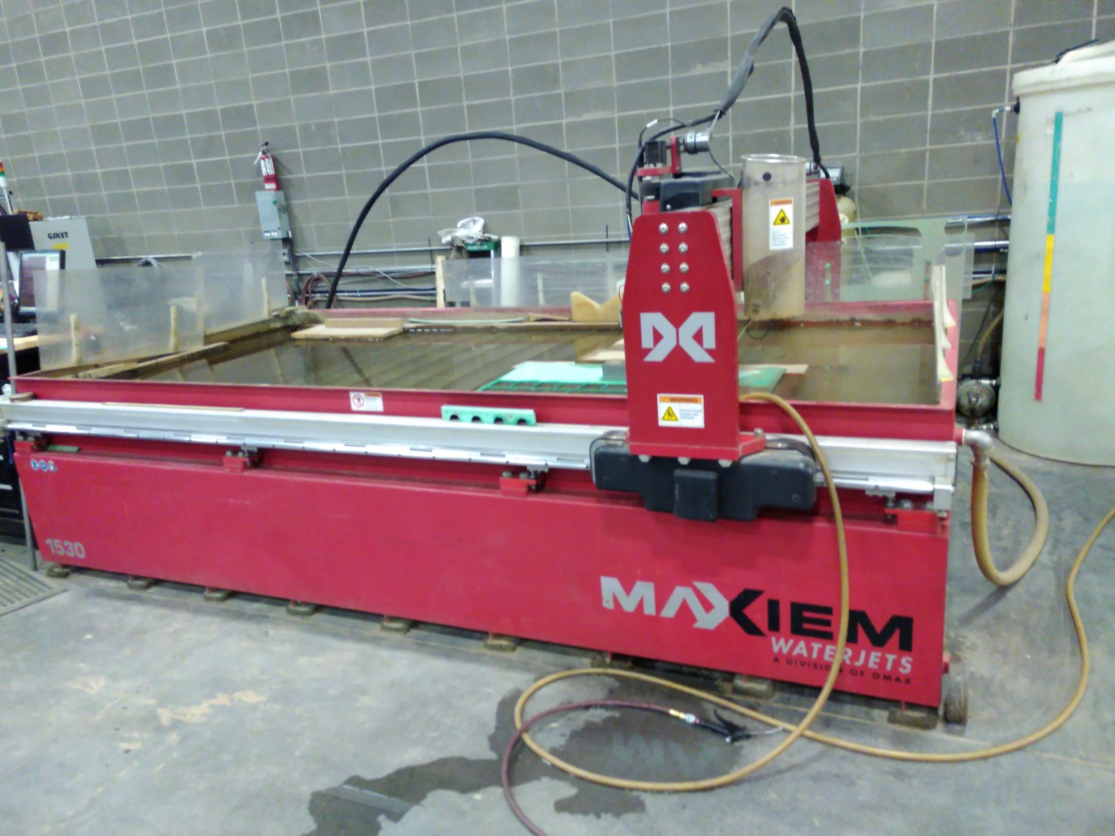 OMAX MAXIEM 1530 WATERJET CUTTING SYSTEM - Digital Equipment